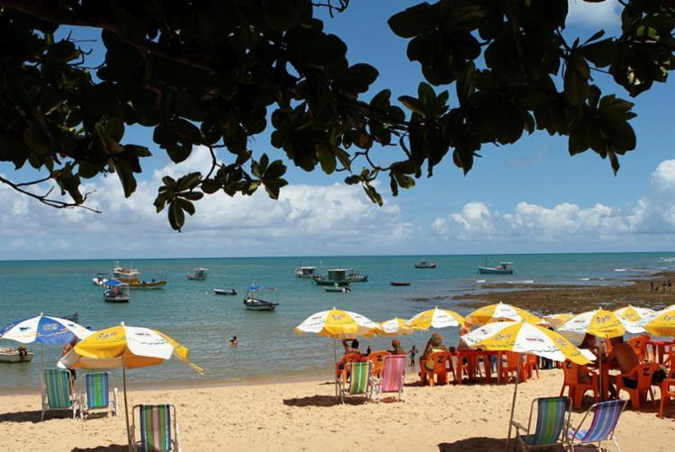 Praia do Forte, no litoral norte baiano, é um dos destinos que devem registrar boa ocupação nos feriadões - Foto: Tatiana Azeviche | Setur | Divulgação