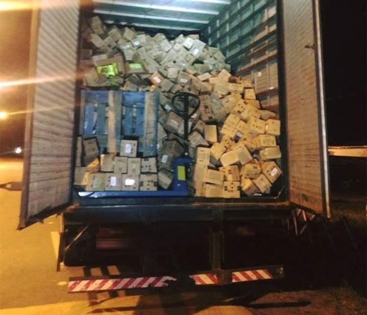 Caminhão transportava carga de produtos de higiene pessoal - Foto: Divulgação | PRF