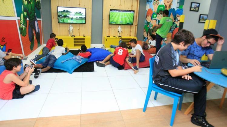 Crianças estão cada vez mais envolvidas no mundo da programação - Foto: Alessandra Lori | Ag. A TARDE