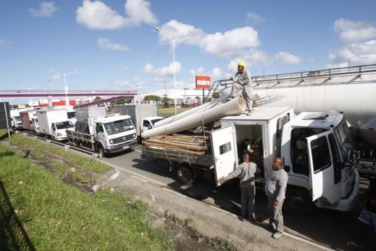 Protesto dos caminhoneiros afeta trânsito na BR-324 - Foto: Luciano da Matta | Ag. A TARDE