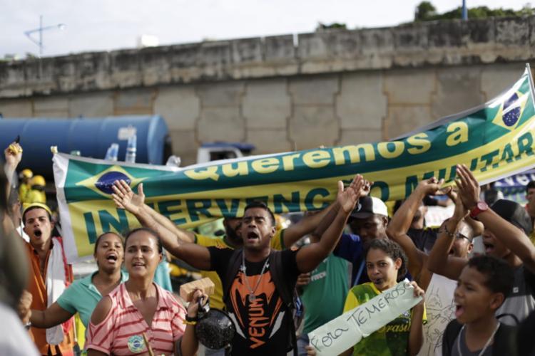 Manifestantes planeja novo ato para esta terça, em frente ao Shopping da Bahia - Foto: Raul Spinassé   Ag. A TARDE