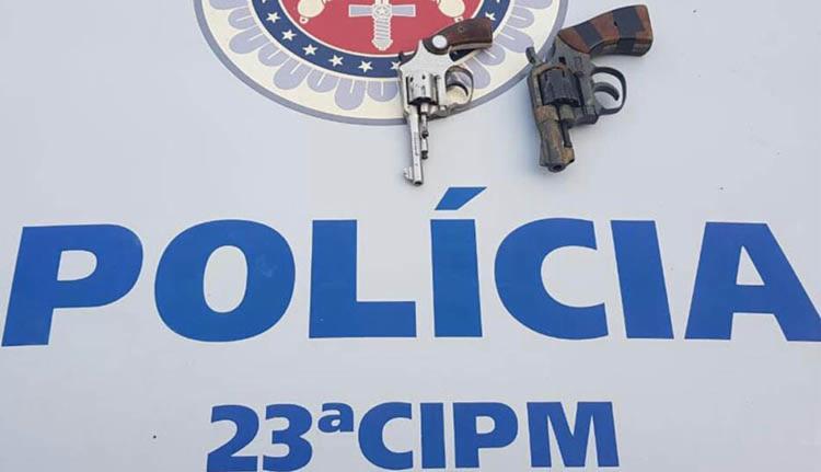 Quarteto foi flagrado com dois revólveres calibres 38 e 22 - Foto: Divulgação| SSP-BA