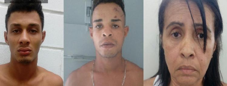 Com o motorista foram encontrados 11 papelotes de maconha e uma garruncha de calibre 32. - Foto: Divulgação/ SSP BA
