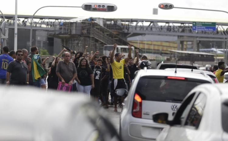 Grupo faz ato em solidariedade a caminhoneiros - Foto: Raul Spinassé | Aag. A TARDE