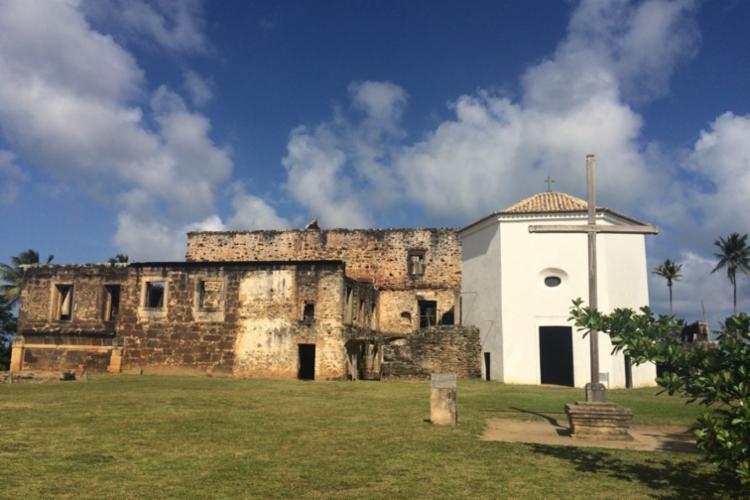 Castelo Garcia D'Ávila está localizado na Praia do Forte, no Litoral Norte da Bahia - Foto: Divulgação