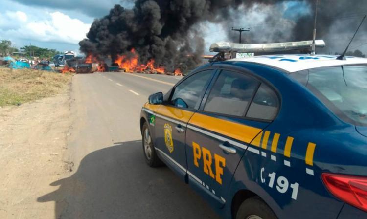 O KM 503, da BR 101, em Itabuna foi completamente bloqueado pelos manifestantes - Foto: Divulgação | PRF
