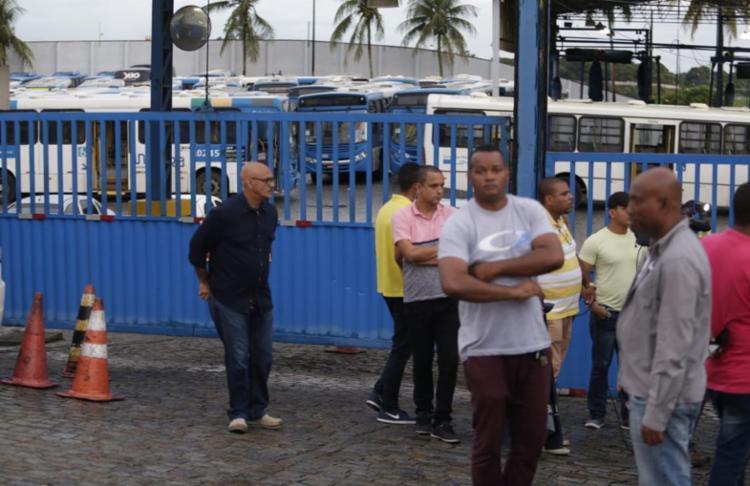 Rodoviários disseram que aceitam 3% de reajuste para acabar com a greve - Foto: Raul Spinassé | Ag. A TARDE