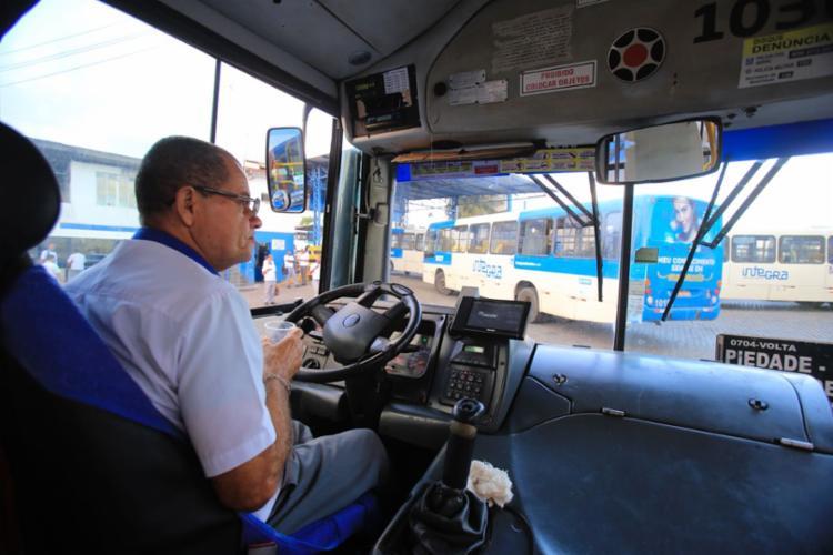 Com o fim da greve, ônibus saem das garagens | Foto: Luciano Carcará | Ag. A TARDE