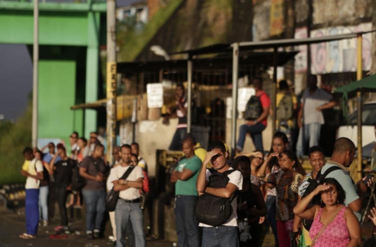 Apenas micro-ônibus do Stec e vans circularam nesta quarta - Foto: Raul Spinassé | Ag. A TARDE