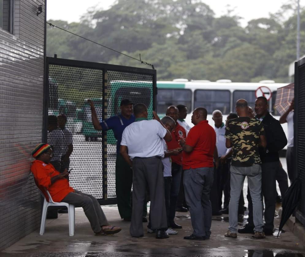 Rodoviários fizeram assembleias nas garagens do consórcio OT Trans | Foto: Raul Spinassé | Ag. A TARDE