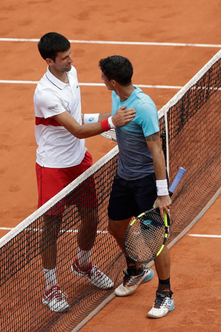 Essa foi a segunda vez que o atual número 2 do Brasil (à dir.) enfrentou Djokovic - Foto: Thomas Samson l AFP