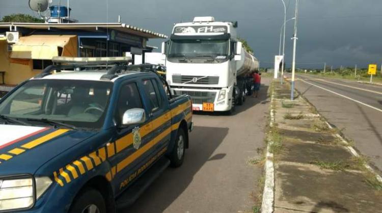Veículo com combustível chegou escoltado no município de Senhor do Bonfim