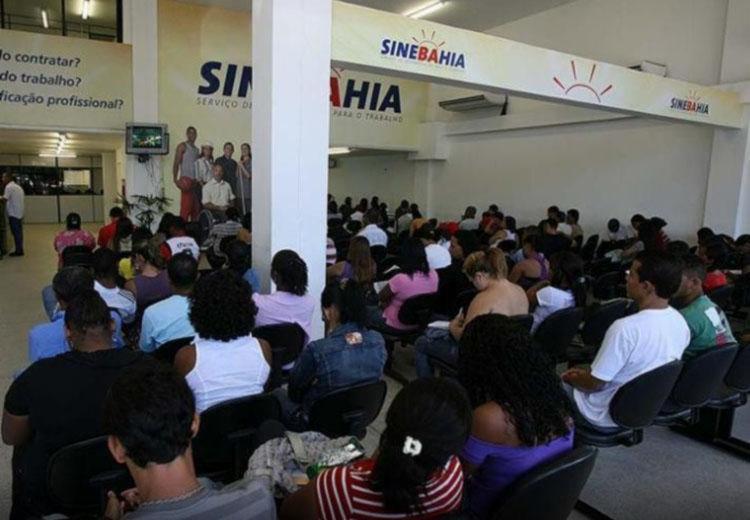 Em Salvador, os interessados devem se dirigir ao posto da avenida ACM - Foto: Erik Salles   Ag. A TARDE