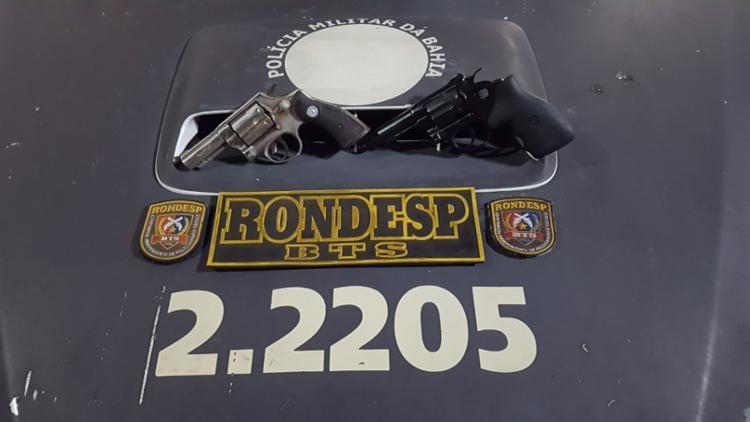 Policiais apreenderam duas armas com os suspeitos | Foto: Divulgação | SSP-BA