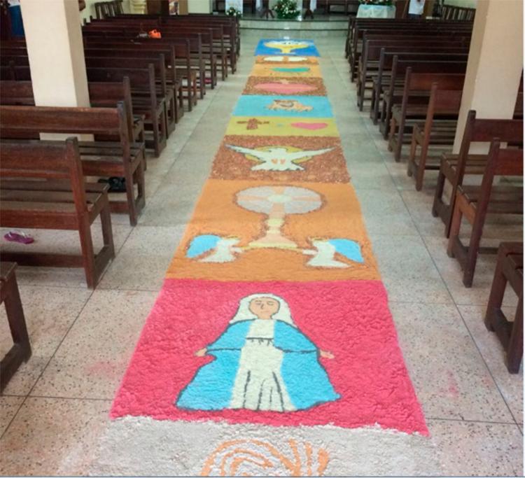 Tradição de confeccionar os tapetes veio depois da criação da festa (Igreja Matriz de São Cristóvão)