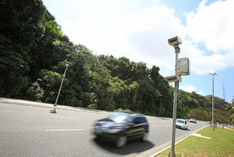 Medida quer reduzir a inadimplência e o número de veículos irregulares em circulação - Foto: Joá Souza | Ag. A TARDE