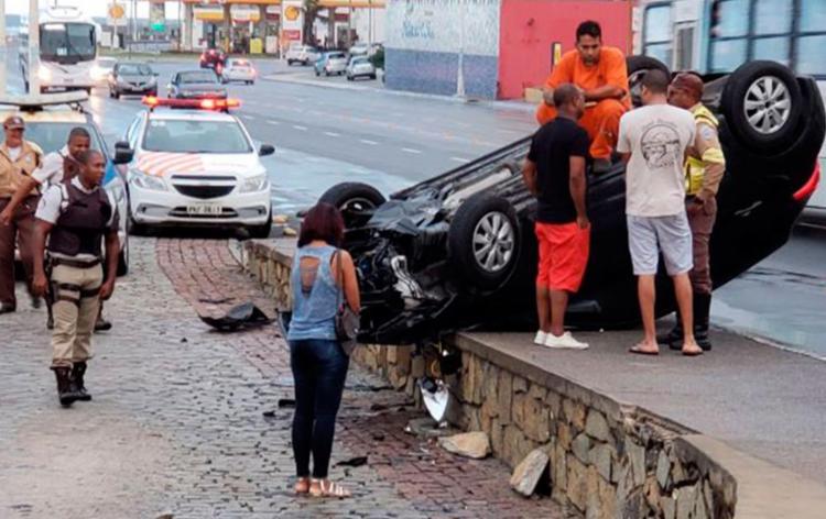 Ninguém ficou ferido no acidente ocorrido nesta manhã - Foto: Cidadão Repórter   Via WhatsApp