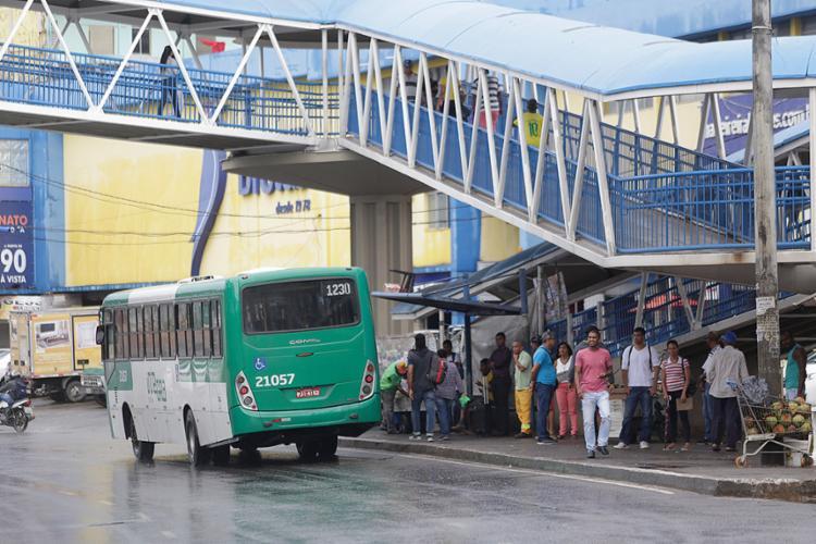 Sistema de transporte rodou nesta segunda-feira, 28, em Salvador com 88% da frota de ônibus - Foto: Raul Spinassé l Ag. A TARDE