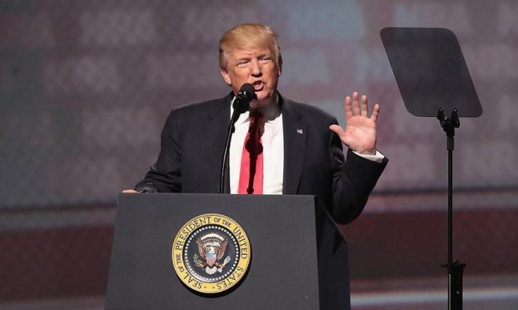 Com a medida, presidente cumpre uma promessa de campanha e isola os EUA no posicionamento contrário à manutenção do compromisso - Foto: Scott Olson l Getty Images l AFP