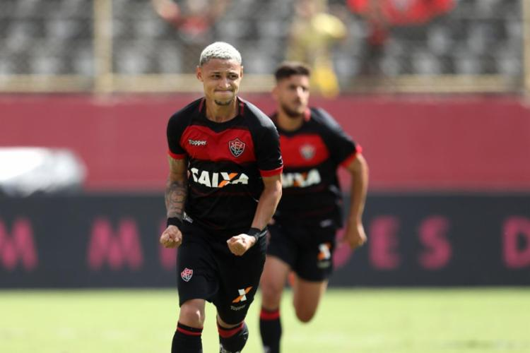Neilton fez, de pênalti, o segundo gol do Leão - Foto: Raul Spinassé   Ag. A TARDE