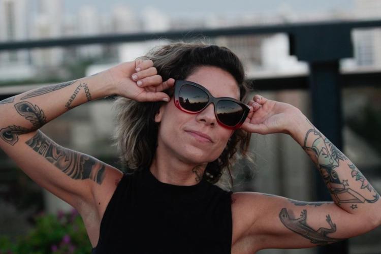 Há 13 anos, a DJ Vivi Seixas, filha de Raul Seixas, trabalha com música eletrônica - Foto: Alessandra Lori / Ag. A Tarde