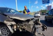 Motorista fica ferido após o carro rodopiar e bater na Paralela | Foto: Luciano Carcará | Ag. A TARDE