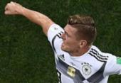 Com um a menos, Alemanha marca no final e segue viva na Copa | Foto: AFP