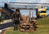 Ação apreende 27 fogueiras de madeira ilegal no litoral norte | Foto: Raul Spinassé l Ag. A TARDE