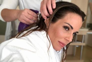Na luta contra o câncer, Ana Furtado adere a crioterapia para evitar queda de cabelos | Reprodução