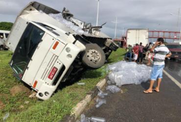 Acidente com caminhão deixa trânsito lento na BR-324   Margarida Neide   Ag. A TARDE