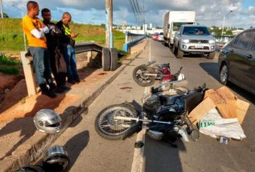 Pneu se desprende de caminhão e atinge mototaxista em Porto Seco Pirajá   Adilton Venegeroles   Ag. A TARDE