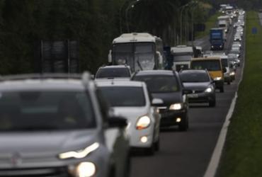 Movimento de saída da cidade segue intenso na rodoviária e na BR-324   Raul Spinassé   Ag. A TARDE