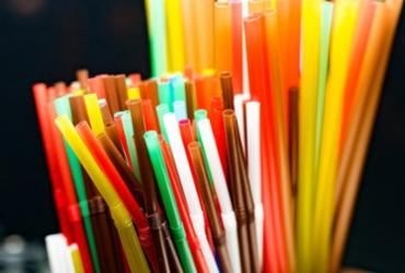 Salvador poderá proibir uso de canudos de plástico | Ilustração | Istock