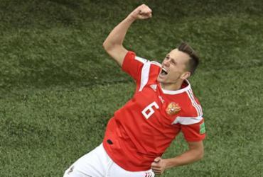 Rússia faz 3 a 1 no Egito, ofusca estreia de Salah e fica bem perto das oitavas | Christophe Simon l AFP