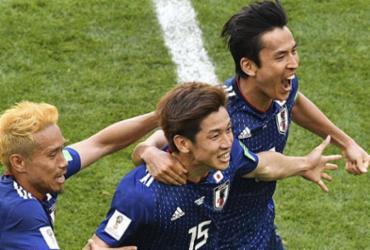 Colômbia fica com um a menos no início e perde para o Japão na estreia da Copa | AFP