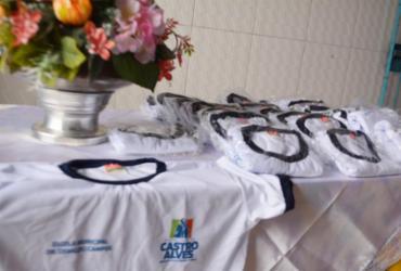 Estudantes de Castro Alves recebem novo fardamento