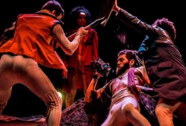 Espetáculo atualiza obra de Shakespeare com recursos do cinema | Divulgação