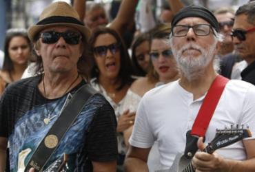 Cortejo faz homenagem a Orlando Tapajós no centro de Salvador   Raul Spinassé   Ag. A TARDE