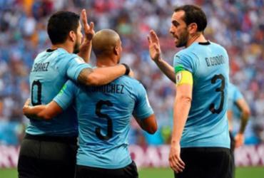 Suárez marca em 100º jogo pela seleção, Uruguai vence Arábia e avança às oitavas | AFP