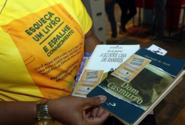 Projeto literário vai espalhar livros pela capital baiana   Bruno Concha l Secom