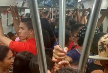 Vagão do metrô é reservado para colégio particular e passageiros se revoltam   Cidadão Repórter   Via WhatsApp