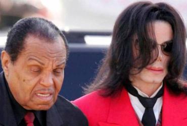 Médico de Michael Jackson afirma que cantor foi quimicamente castrado pelo pai | AFP