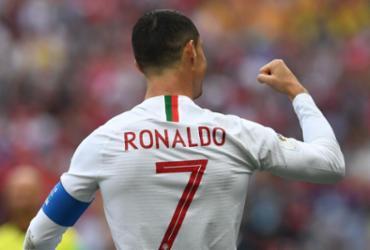 CR7 controla euforia após garantir vitória de Portugal   Francisco Leong   AFP