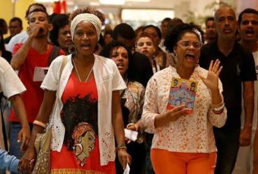 Manifestantes fazem protesto em shopping contra racismo institucional | Raul Spinassé | Ag. A TARDE