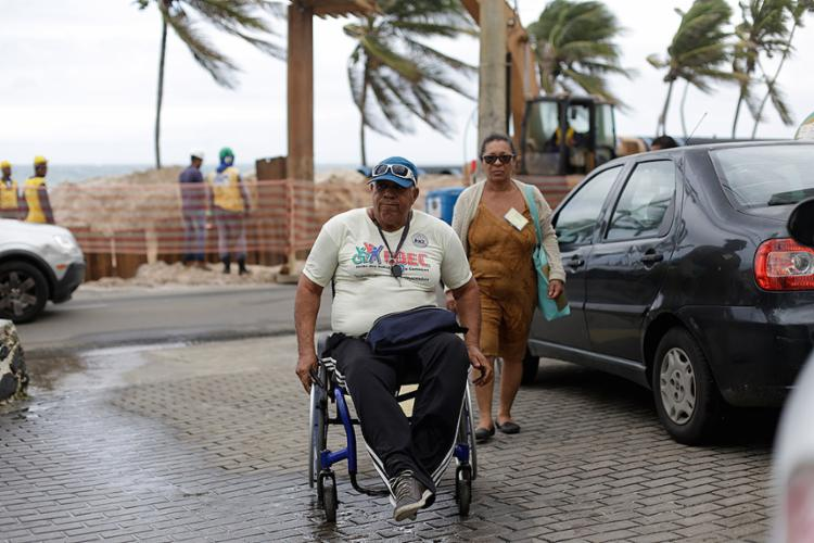Antônio Alves, 65, sobe rampa do IBR após passar por obstáculos