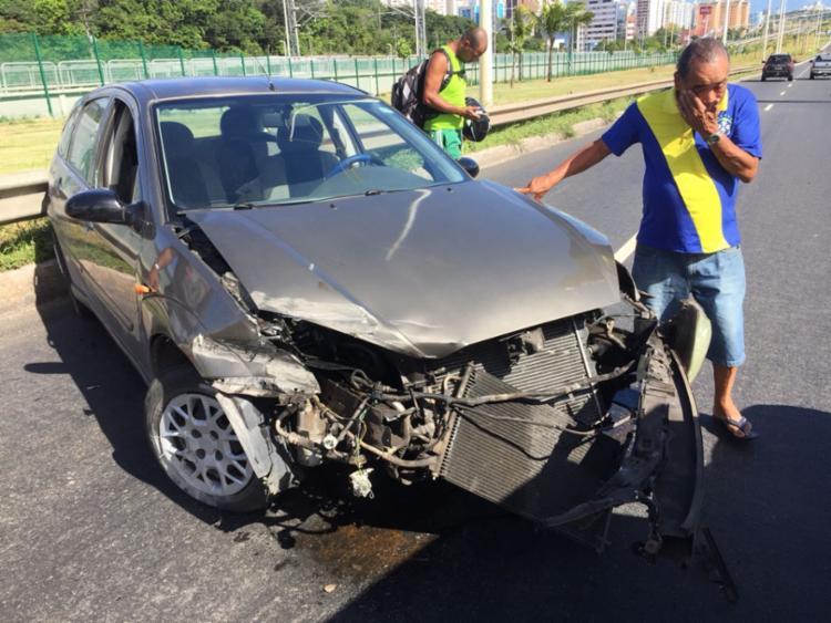 Motorista ficou levemente ferido