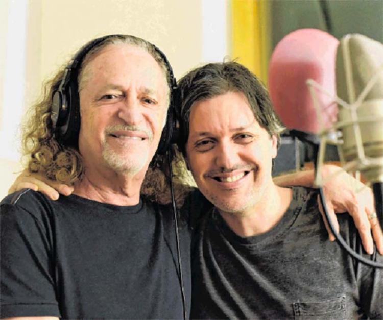 Alceu Valença e o filho Cecéu cantam juntos Xote das Meninas, de Luiz Gonzaga - Foto: Divulgação