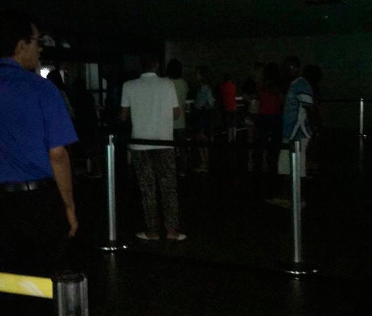 Passageiros ficaram no escuro após apagão nesta terça - Foto: Regina Bandeira de Mello   Cidadão Repórter