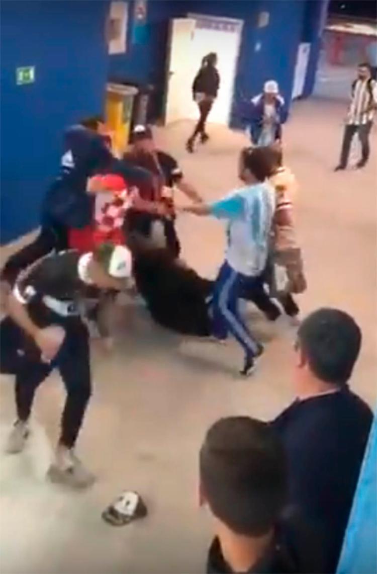 A agressão ocorreu após a derrota da Argentina por 3 a 0 diante da Croácia - Foto: Reprodução | You tube