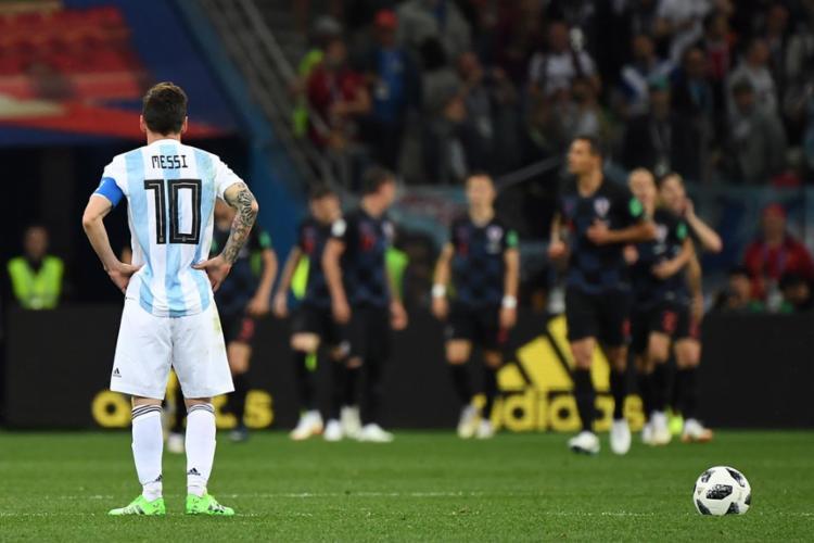 Contra a Croácia, Messi fez uma de suas piores partidas com a camisa albiceleste - Foto: Dimitar Dilkoff | AFP